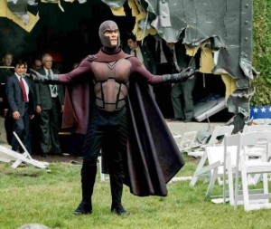 X-Men-Days-Of-Future-Past-Magneto3-586x495